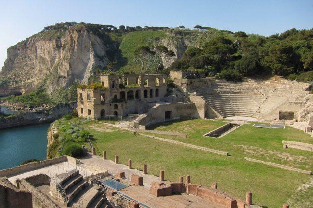 Grotta di seiano e il parco archeologico di pausyllipon