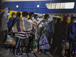 Ma quale rispetto dei diritti umani, Draghi se ne frega dei migranti al di fuori delle 12 miglia