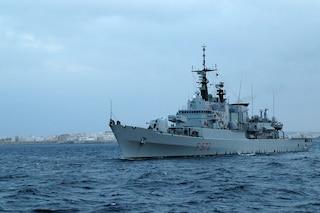 Libia, spari contro pescherecci italiani: ferito comandante. Interviene Marina Militare: liberato 'Aliseo'