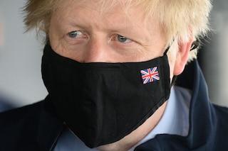 """Uk, stop mascherine e distanziamento. Johnson: """"50mila casi entro il 19 luglio, ma si deve riaprire"""""""
