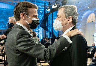 """L'appello di Draghi alle case farmaceutiche: """"Milioni di persone muoiono senza vaccino"""""""