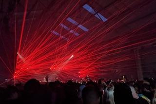 Seimila persone ballano senza mascherina, a Liverpool prove tecniche di vita normale post Covid