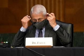 Covid, per il virologo Fauci chi è vaccinato può togliere la mascherina quando si trova all'aperto
