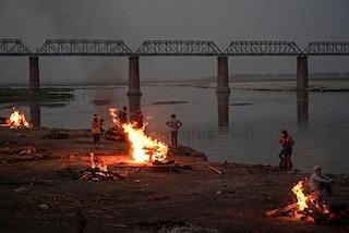 """In India oltre 400mila casi e record di morti in 24 ore, gli esperti: """"Altre ondate inevitabili"""""""