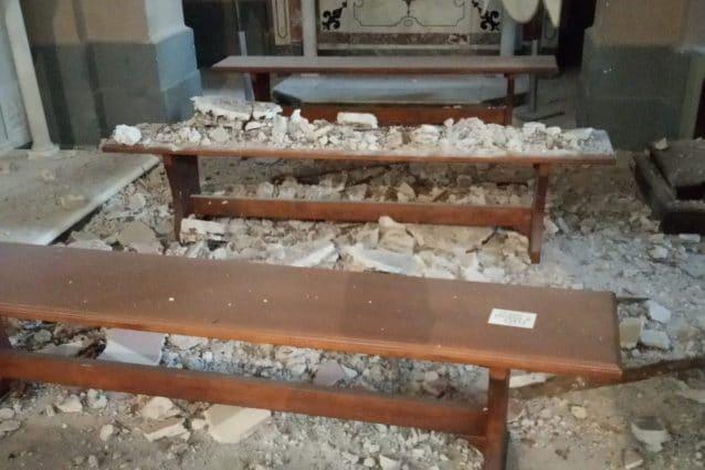 Crolla parte del tetto della chiesa: tragedia sfiorata a Potenza