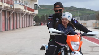 """La mototerapia rende felici i bimbi disabili, un giro in pista e torna il sorriso: """"Una gioia"""""""