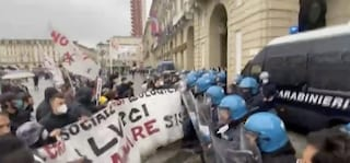 Primo Maggio, corteo a Torino: scontri tra antagonisti e forze dell'ordine
