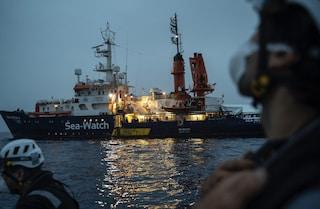 Migranti, la Sea-Watch chiede di sbarcare in un porto sicuro le 455 persone a bordo