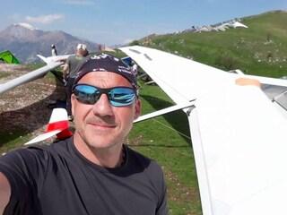 Treviso, non si lega al deltaplano e cade: muore istruttore 51enne, salva l'allieva che era con lui
