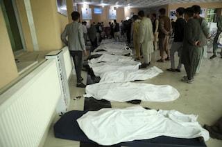Bomba contro una scuola a Kabul: è strage di studentesse in Afghanistan, almeno 40 morti