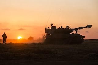 Bombe di Israele su Gaza, intera famiglia con 8 bambini e 2 donne morta nel crollo di una casa