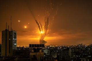 Gaza, con bombardamenti israeliani salgono a 122 i morti: 33 bambini. Vittime anche in Cisgiordania