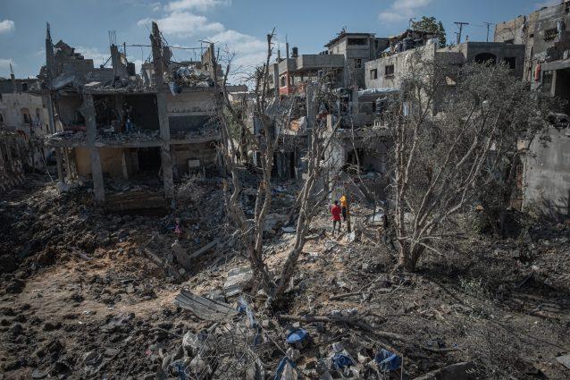 Israele, proseguono i raid sulla Striscia: colpito l'unico laboratorio Covid di Gaza