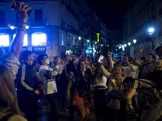 Fine coprifuoco in Spagna e Belgio: folla a Madrid e Barcellona, lacrimogeni a Bruxelles
