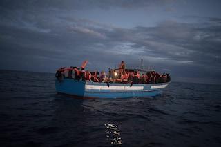 Migranti, c'è una barca a vela con 70 persone alla deriva davanti alle coste della Calabria