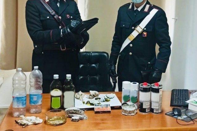 Il materiale sequestrato dai carabinieri di Palermo