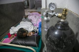 Dopo l'India il Covid sta travolgendo anche il Nepal: schizzano i contagi, ospedali già in crisi