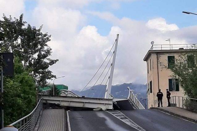 Il ponte crollato a La Spezia (foto Facebook)
