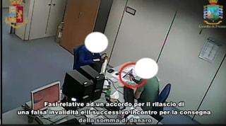 Foggia, truffa all'Inps: in casa di un medico trovati 17mila euro nascosti in lavatrice