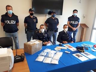 """Prato, arrestato """"Chen il chimico"""": trafficava metanfetamina dall'Olanda nascondendola nei biscotti"""