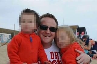 Le figlie stanno per affogare, il padre le salva ma ha un infarto: muore in vacanza a 45 anni