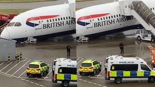 Londra, boeing British Airways collassa in fase di decollo a causa di un guasto alle ruote