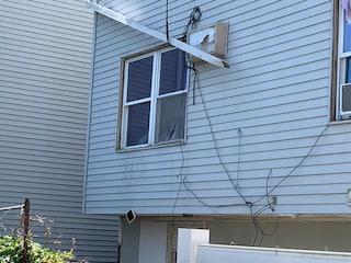 New Jersey, bimbo di 3 anni cade dalla finestra di casa e viene sbranato dai due cani