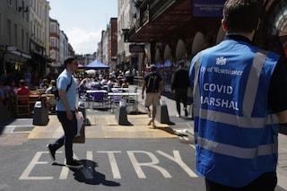La variante Delta minaccia il Regno Unito: aperture rinviate di un mese dopo l'aumento di contagi