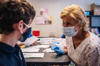 """I pediatri raccomandano la vaccinazione Covid per i ragazzi: """"26 morti e 638mila casi tra under 19"""""""