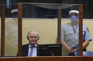 Ratko Mladić condannato in appello per crimini contro l'umanità per la strage di Srebrenica