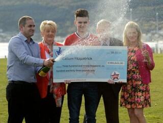 Regno Unito: vinse 450mila euro alla lotteria a 16 anni, giovane calciatore muore all'improvviso