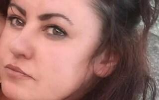 Sara morta a 37 anni stroncata da malore durante la lotta contro il covid, lascia bimba di 2 anni