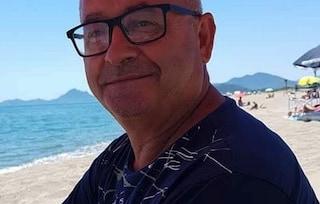 Tragedia in Sardegna, salva figlia e due amiche in mare poi ha un malore: morto per arresto cardiaco