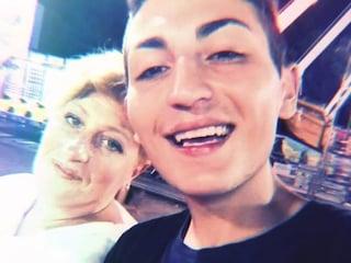 """Orlando morto sotto un treno a 18 anni. La madre: """"Lo hanno spinto al suicidio, mi farò giustizia"""""""
