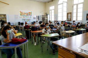 Scuola, governo vuole tutti gli studenti in presenza: possibili misure mirate su vaccino a docenti