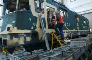 Amianto sui treni, RFI condannata a risarcire la famiglia di un operaio morto di tumore a 57 anni