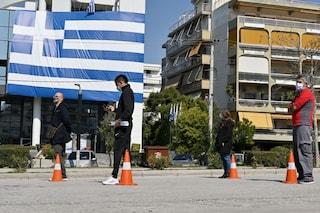 Ricompensa da 150 euro a giovani under 26 che si vaccinano contro il covid, la trovata della Grecia