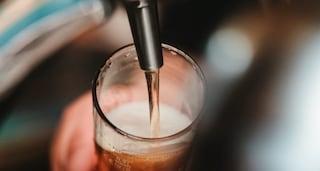 Covid, birra alla spina a 50 centesimi per chi si vaccina: l'iniziativa nell'hub Fiera di Messina