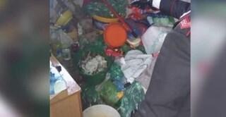 Caltanissetta, vivevano tra escrementi e rifiuti: due sorelle morte di stenti in casa