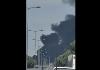 Incendio a Brancaccio, nube nera su Palermo: traffico in tilt in autostrada a Villabate