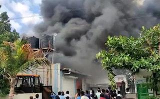 Enorme incendio in fabbrica chimica in India, 17 lavoratori morti carbonizzati