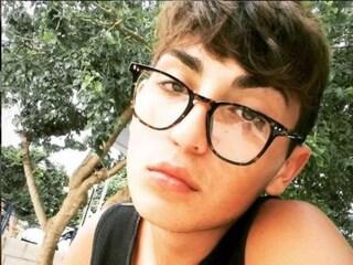 """Orlando si butta sotto un treno a 18 anni, gli haters scrivono sul suo Instagram: """"Morte ai gay"""""""