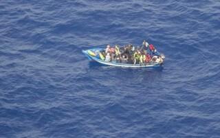 Orrore a Lampedusa, trovati resti umani a Cala Pulcino: forse i migranti dispersi in un naufragio