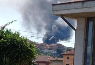 Maxi incendio a Giulianova, sindaco ordina di chiudere le finestre e di non rimanere all'aria aperta