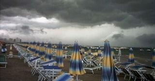 Previsioni meteo 14 luglio, addio al caldo sull'Italia: crollo delle temperature e temporali