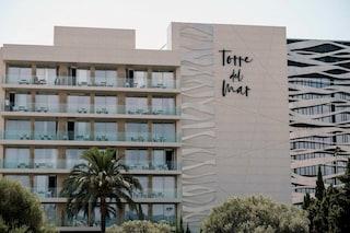 """Ibiza, coppia muore cadendo dal balcone dell'hotel: """"Lui l'ha spinta giù e poi è saltato nel vuoto"""""""