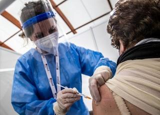 L'Italia potrebbe somministrare la seconda dose del vaccino in vacanza ai turisti stranieri