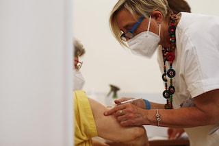 Green pass, gli anziani chiedono l'obbligo vaccinale per colf e badanti