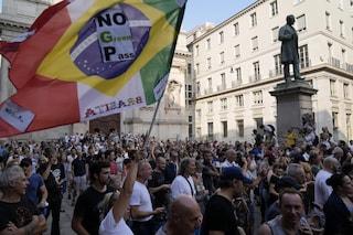 Manifestazioni contro il Green Pass in tutta Italia: migliaia di no vax in piazza da nord a sud