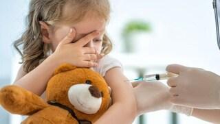 Covid, la mossa di Pfizer e Moderna: vaccini anche per piccolissimi, sperimentato su bimbi di 6 mesi